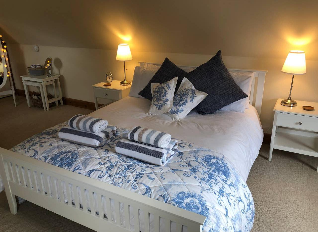 FAIRY COTTAGE bedroom 01.jpg