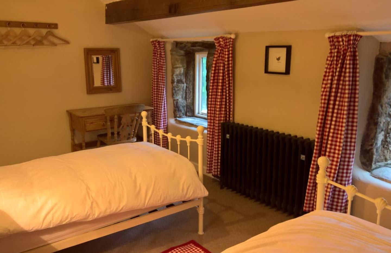 Hilltop bedroom 02.jpg