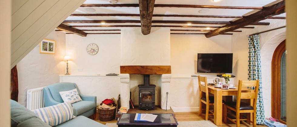 Gill Cottage lounge02.jpg