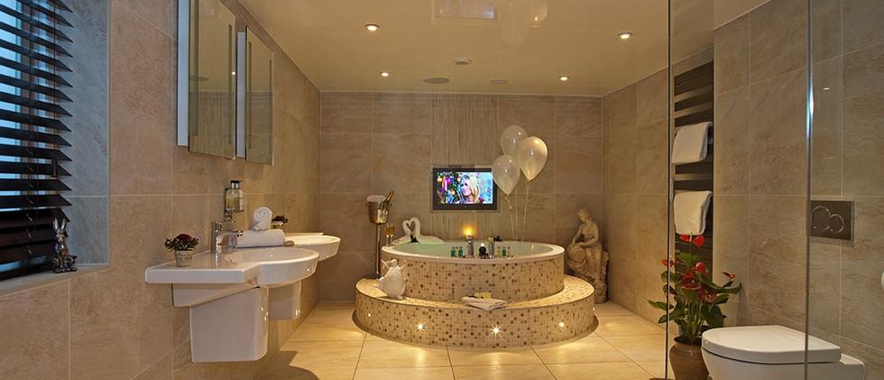 Edelwiss Suite - Bathroom 01.jpg