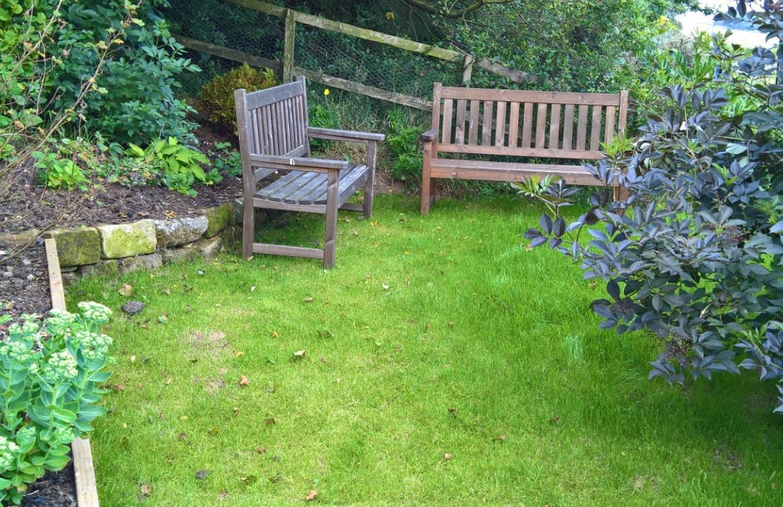 Hilltop garden 03.jpg