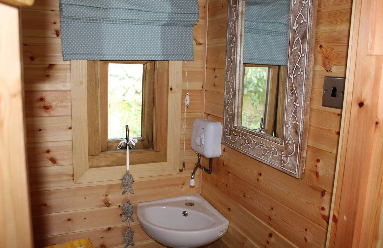 Pod with Hot tub bathroom.jpg