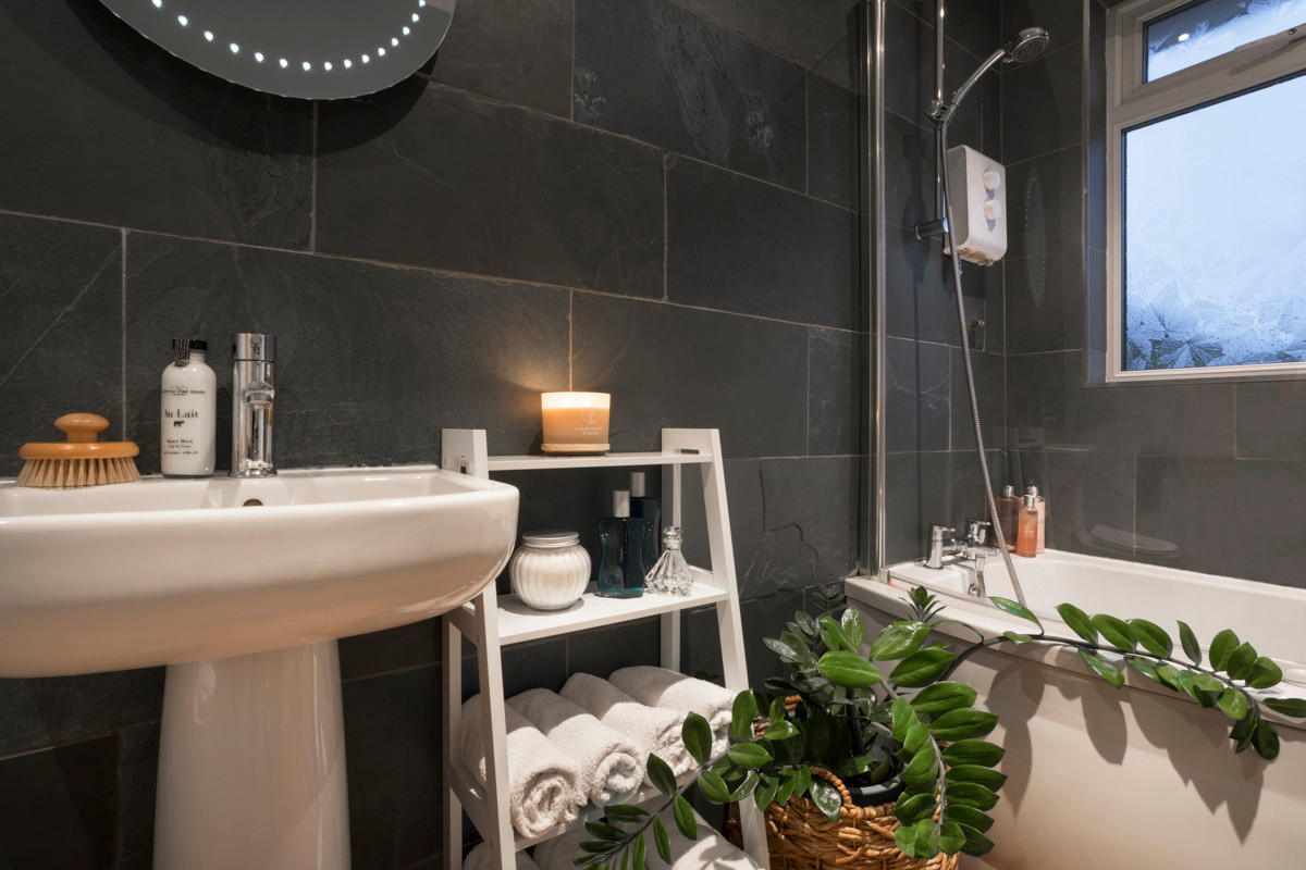 Hill crest - Bathroom 02.jpg