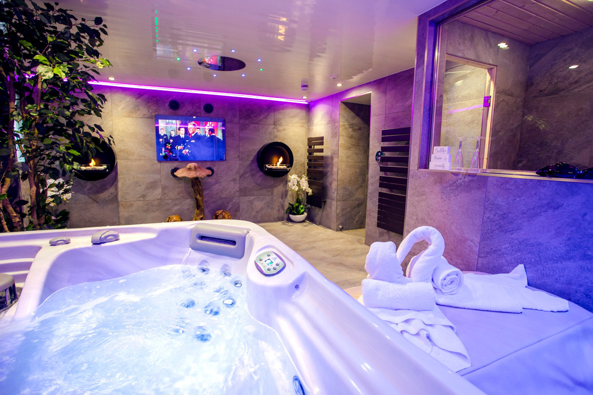 The Windermere Spa Suite - Spa 03.jpg