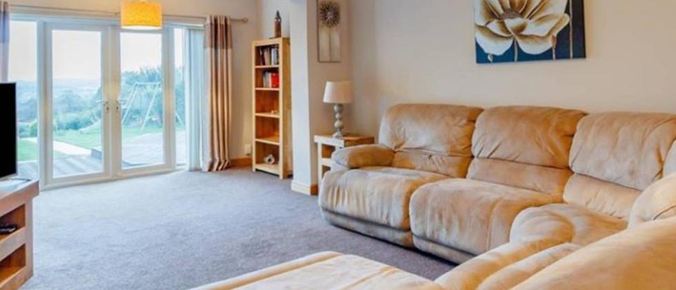 Large modern home lounge 01.jpg