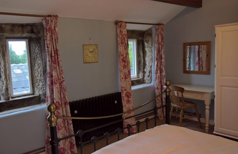Hilltop bedroom 01.jpg
