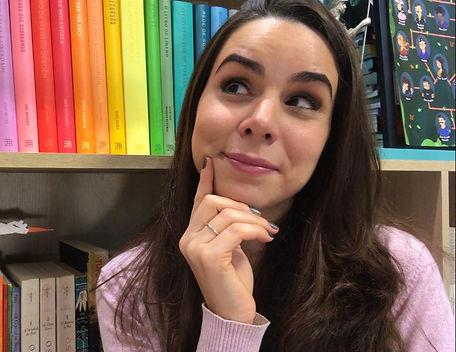 """Isabella Lubrano criador do canal """"Ler antes de morrer"""""""