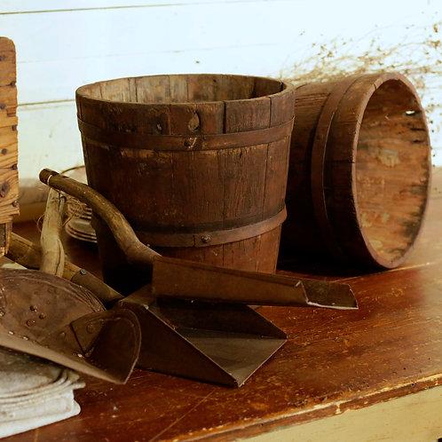seaux à eau en bois