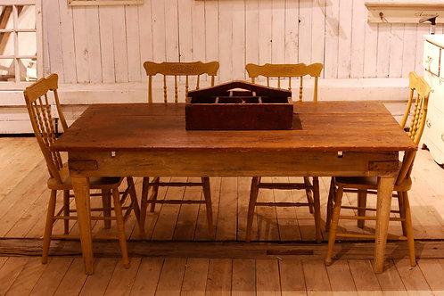 Table primitive vendue-sold