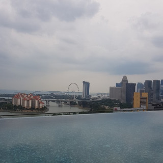 24th floor sky pool with city view