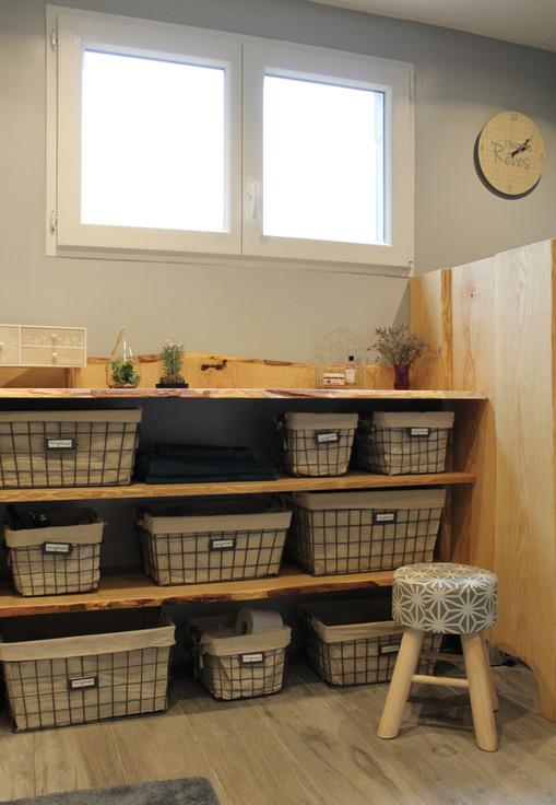 salle de bain sur mesure bois brut