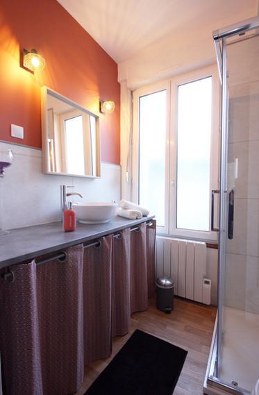 salle de bain terra cotta
