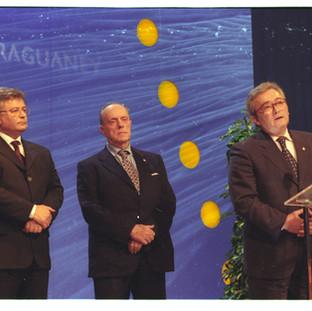 VIII edición del Premio Araguaney de Ouro, premio al Xacobeo 99, recoge el galardón D. Manuel Fraga Iribarne, Presidente de la Xunta de Galicia.