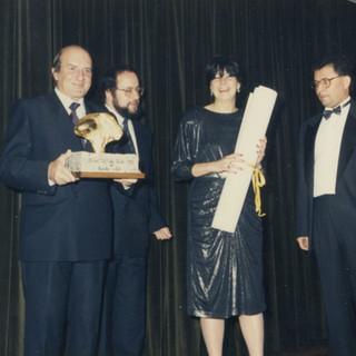 II edición del Premio Araguaney de Ouro, premio a Televés S.A., recoge el galardón D. Domingo Carrascal, Presidente del Consejo de administración de Televés S.A.