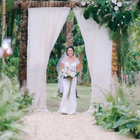The big reveal of a beautiful bride at her tropical wedding in Siargao