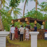 Cocktail hour at Punta Dolores wedding venue