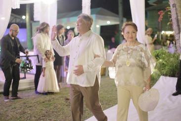 groom parents aisle.jpg