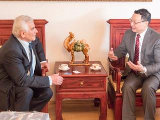 O perspektívach apríležitostiach sČínskym veľvyslancom Lin Linom