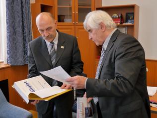 Profesor Kassay predstavil pentalógiu na prestížnej Korvínovej univerzite v Budapešti