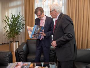 Peter Weiss so Štefanom Kassayom ošporte, politike a diplomacii