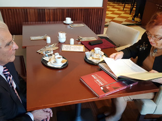Stretnutie profesora Štefana Kassaya s veľvyslankyňou Líviou Klausovou