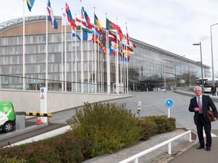 Dnešný deň rokovaní v Luxemburgu odštartoval viceprezident EIB Vazil Hudák