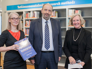 Veľvyslanec Tibor Králik prezentoval Kassayovu pentalógiu na University Laurea