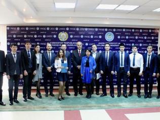 Osobitný predstaviteľ EÚ pre strednú Áziu, Peter Burian na univerzite v Taškente o Kassayovej pental