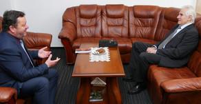 Neformálne stretnutie profesora Kassaya s rektorom Katolíckej univerzity