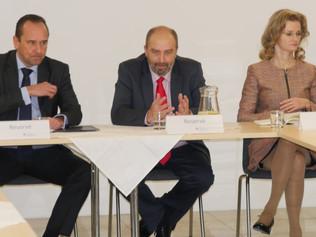 Fínsky okrúhly stôl plný nápadov a očakávaní
