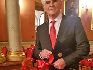 Štefan Kassay, ekonomický diplomat, autor pentalógie, si dnes, vo Veľkej sále historickej radnice z