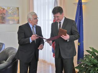 Cena excelentnosti ministrovi zahraničných vecí aeurópskych záležitostí Miroslavovi Lajčákovi za po