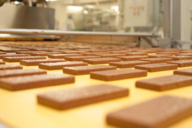 Oplátky tesne po polievaní čokoládou
