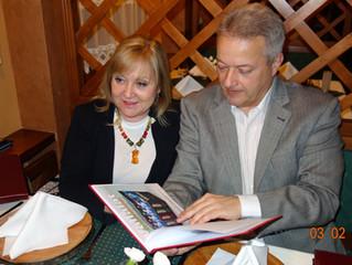 Pracovné stretnutie Štefana Kassaya sLajosom Kupcsokom a Kupcsokné Polyák Ágnes Antóniou