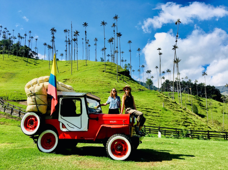 Une jeep Willy en exposition à la vallée de cocora, Colombie