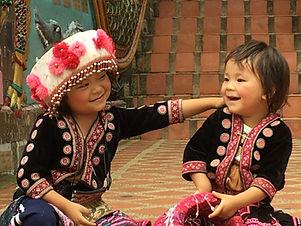Enfants en habit de cérémonie à Ching Mai