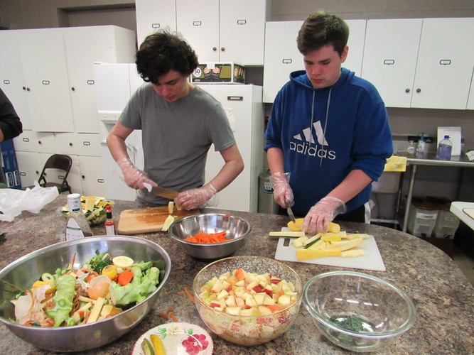 TN High School students chopping vegetab