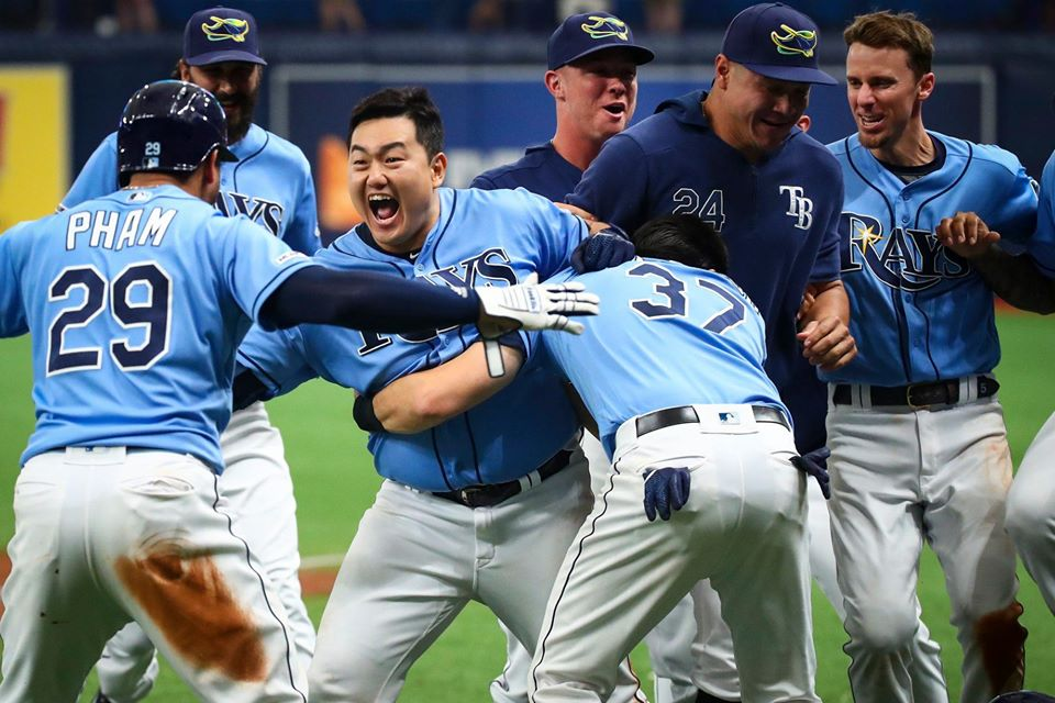 Choi enjoy his walk off single