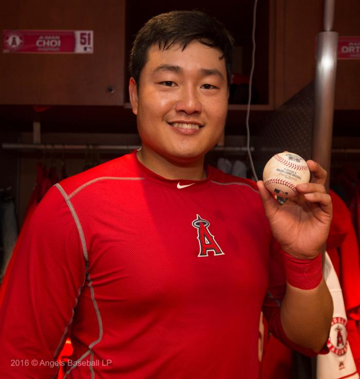 Choi's first career hit baseball
