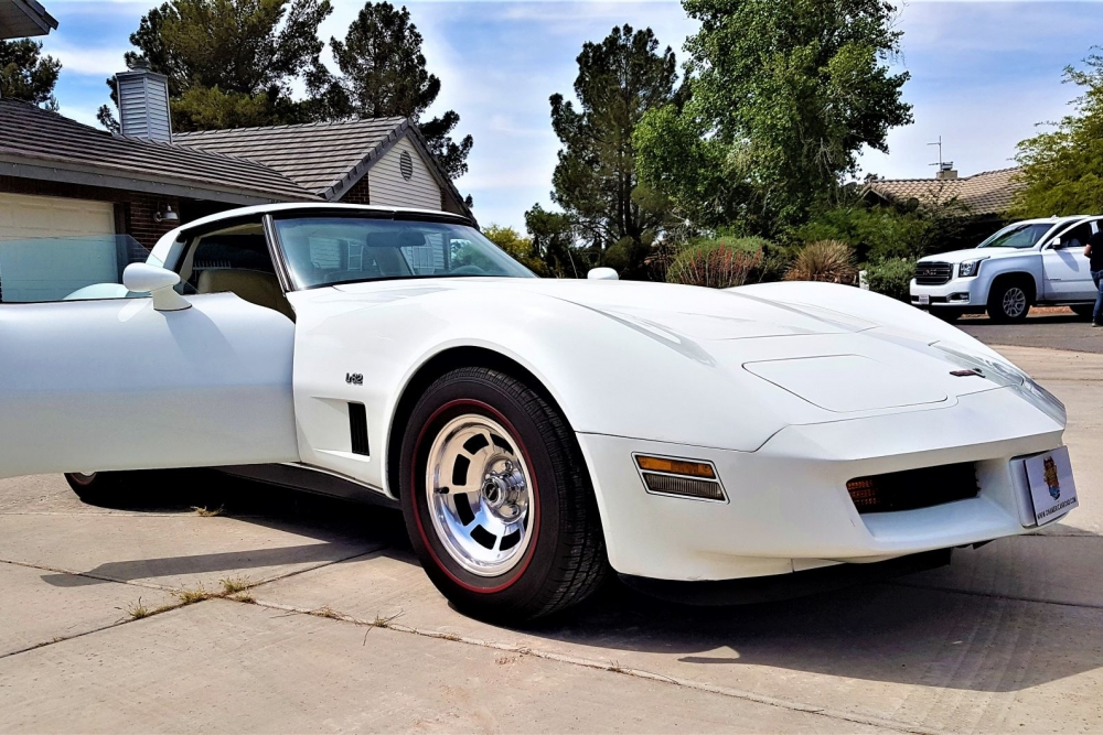 chevrolet-corvette-c3-1980-white