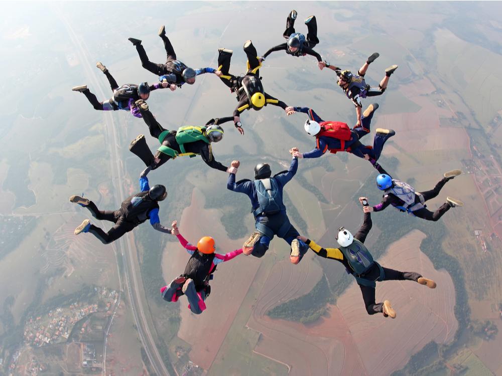 Skydiving team work
