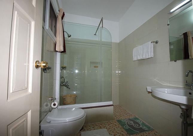 sitharabathroom2.jpg