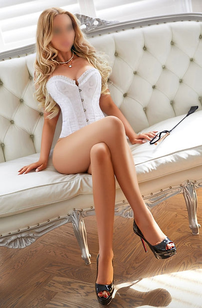 blonde indepedent escort
