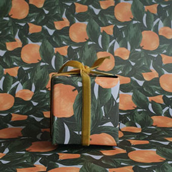 gladys-present-gold-ribbon-luxury-pattern-wrap-paper-gift-wrapping-orange-fruit-clementine