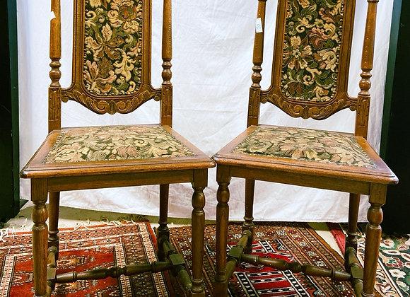 Lot de deux chaises anciennes