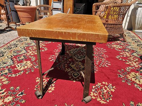 Table bois massif et pied en fer forgé