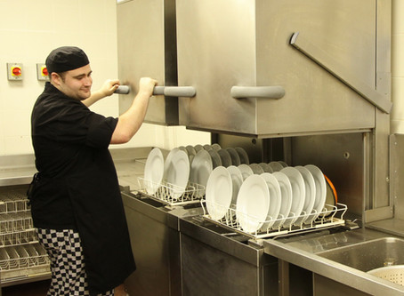 ¿Por qué usar lavavajillas en lugar de lavar a mano ?