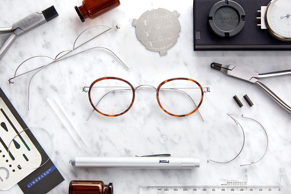 กรอบแว่นที่เข้ากับทุกรูปทรงใบหน้า วัสดุลวดไทเทเนียม เบาเพียง 3 กรัม มีให้เลือกถึง 35 สี