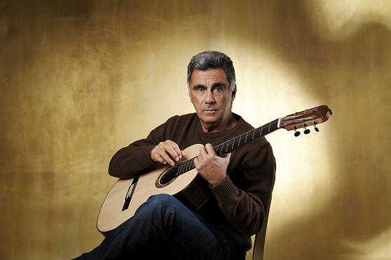 Guinga plays Echizen Guitar