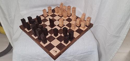 Schackbräda av valnöt och bok med teak kant